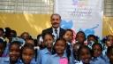 El Presidente Danilo Medina junto a los estudiantes del Liceo Aliro Paulino en el poblado de NIzao.