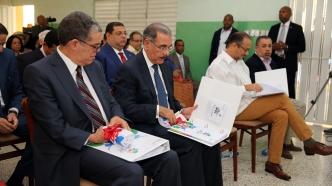 El Presidente Medina junto a los Ministros de Educación y Cultura y el Gerente General de Refidomsa PDV.